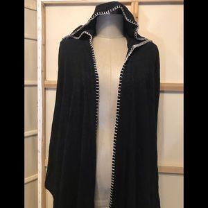 Yogi medium black hooded sweater black white